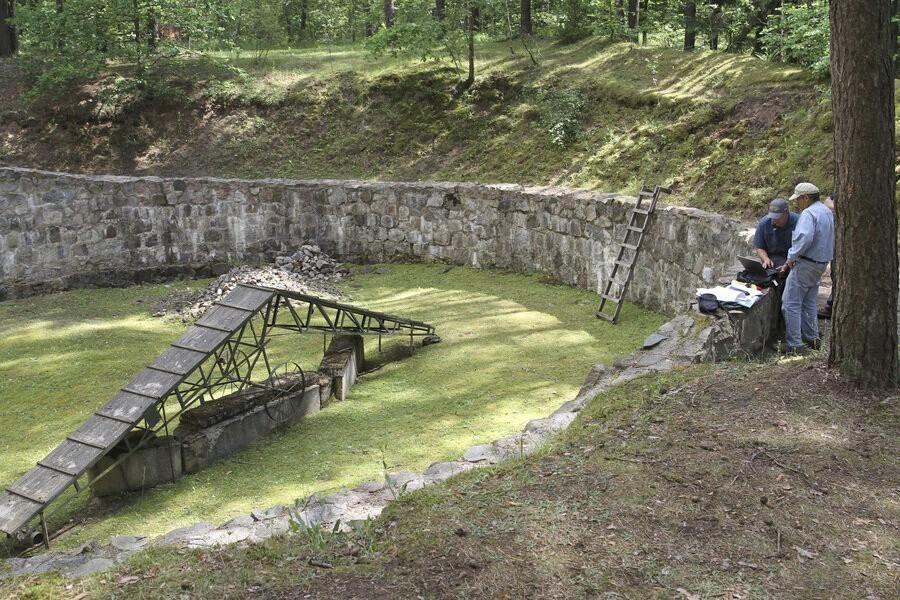 Holocaust escape tunnel image