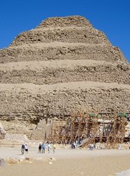 Het Opknappen van de Oudste Piramide van Egypte
