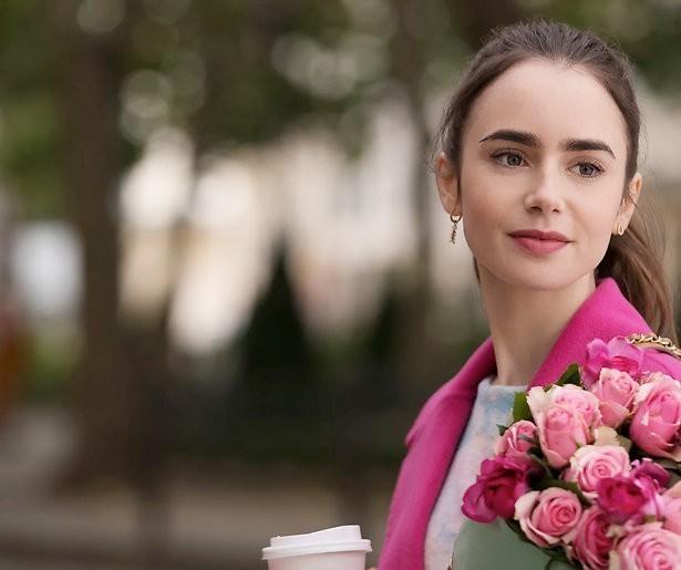 Streamen of overslaan: Emily in Paris op Netflix